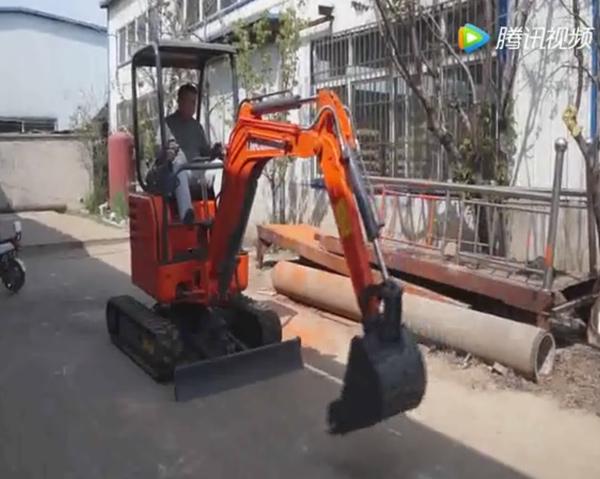 小型挖掘机演示