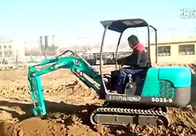 小型挖掘机施工视频