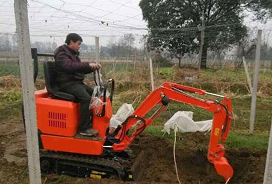 青岛的客商采购的小型挖掘