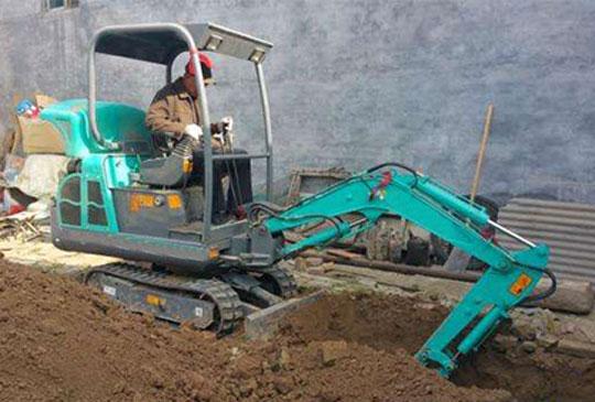 发往济南客户的四台挖掘机