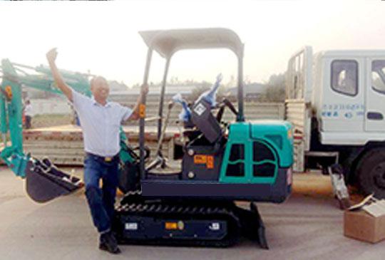 广州客户采购了两台小型挖