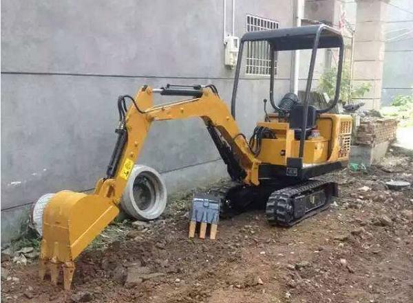 提高小型挖掘机回转马达耐用性的改进方法